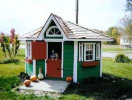 Petite Pentagon Playhouse idea with cedar Summerwood ID number 1142.